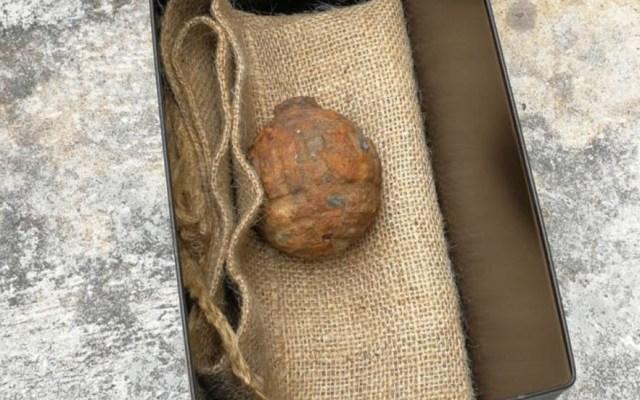 Hallan granada activa en cargamento de papas en Hong Kong - Granada descubierta en cargamento de papas. Foto de Internet