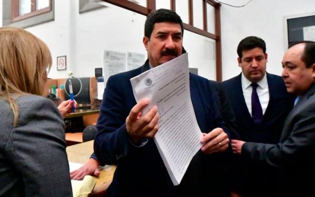 Corral entrega carta a López Obrador por Fondo Minero - Foto de @Javier_Corral