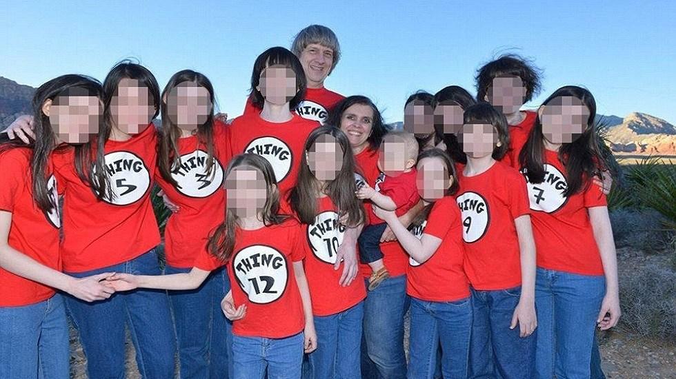 Pareja se declara culpable de tortura contra 12 de sus 13 hijos - Louise y David Turpin con sus hijos. Foto de Facebook