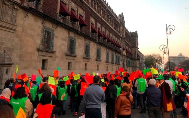 Personal del Cisame protesta en Palacio Nacional - Foto de @MexLibreDDudas