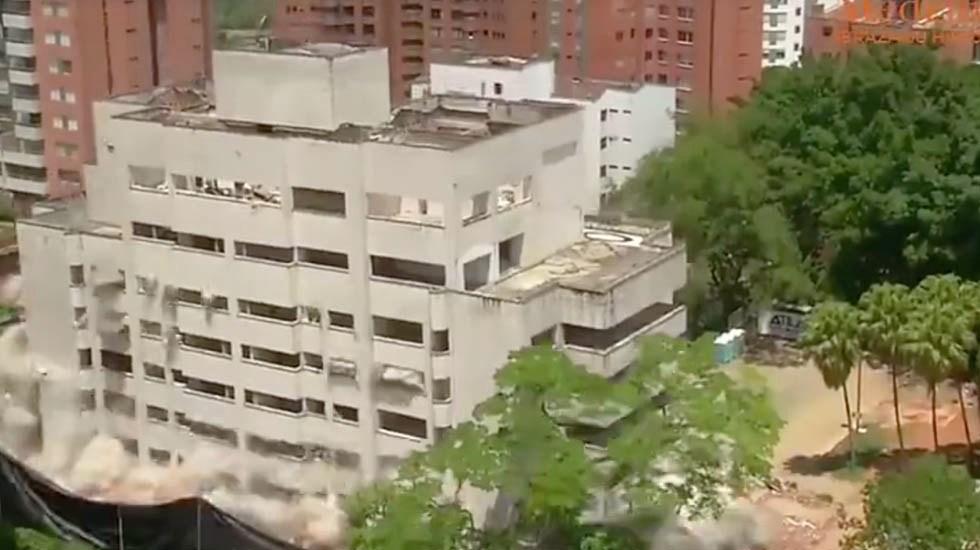 #Video Derriban antiguo fortín de Pablo Escobar en Medellín - Captura de pantalla