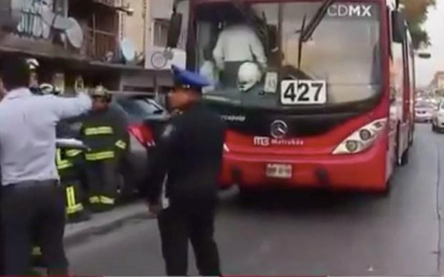 Choque de Metrobús contra camioneta deja cinco lesionados - Guerrero