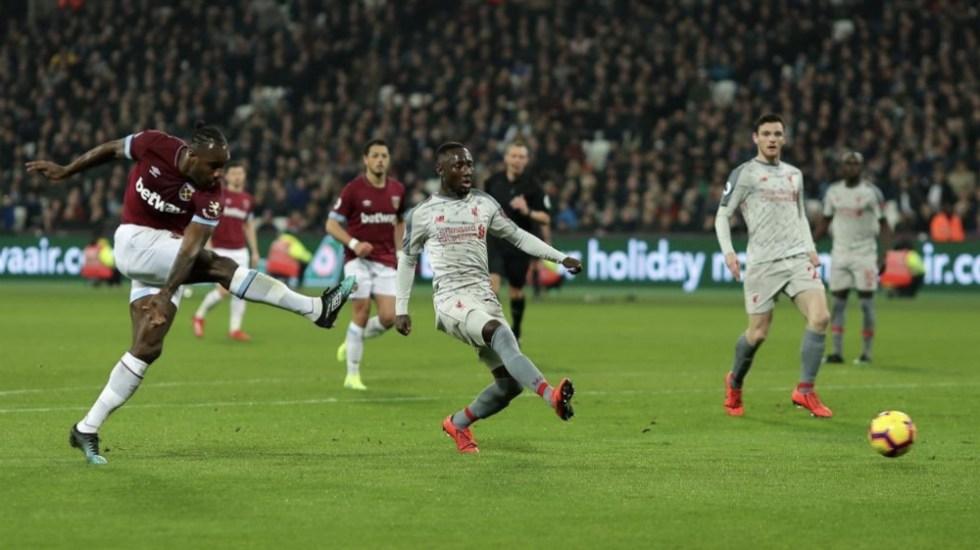 Liverpool empata ante el West Ham y se aprieta la lucha por la Premier - Foto de @Michailantonio