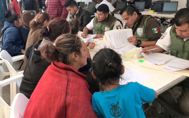 Ofrecen alimento y ropa invernal a caravana migrante en Coahuila - Foto de INM