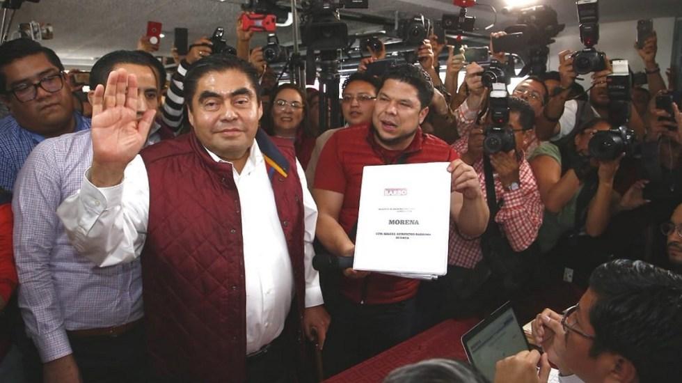 Miguel Barbosa se registra como precandidato a gubernatura de Puebla - Miguel Barbosa registrándose como precandidato a la gubernatura de Puebla. Foto de @DavidMendezPue