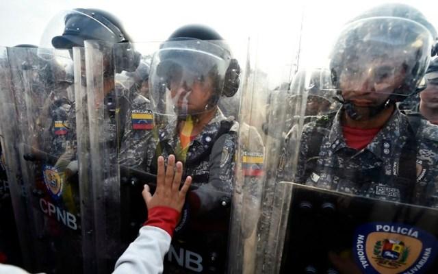 Ejército venezolano reaccionará en cualquier momento: representante de Guaidó - Foto de AFP
