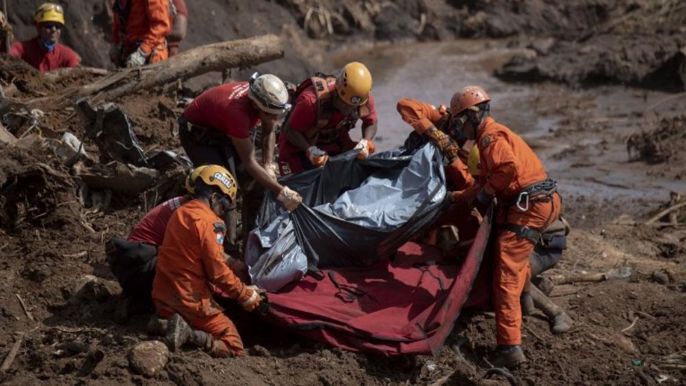 Suman 150 muertos tras ruptura de dique en Brasil - Foto de AFP