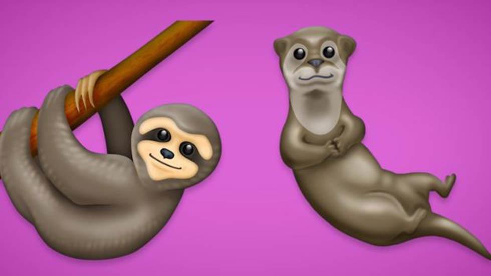 Oso perezoso y nutria. Foto de Emojipedia
