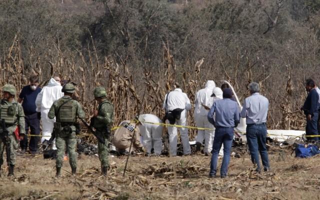 SCT informará sobre avances de investigación de muertes de Alonso y Moreno Valle - Peritos en zona donde cayó el helicóptero en el que viajaban Martha Erika Alonso, Rafael Moreno Valle y tres hombres más. Foto de Notimex