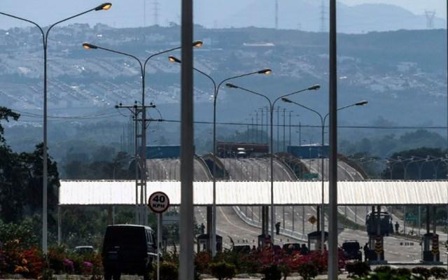 Venezuela refuerza bloqueo de puente fronterizo con Colombia - Foto de AFP