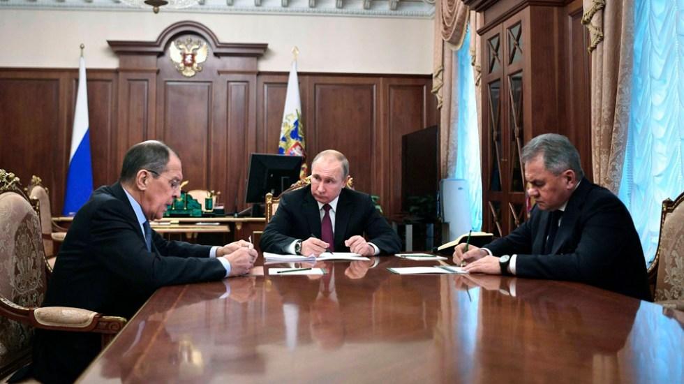 Rusia suspende su participación de tratado sobre armas nucleares - Foto de AP