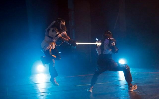 Francia reconoce como deporte al duelo con sables de luz - Foto de AP