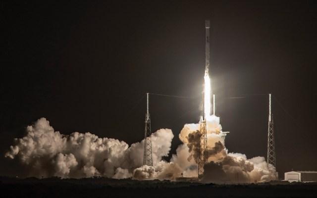 Despega cohete con sonda israelí hacia la Luna - Foto de Space X