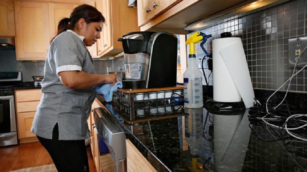 Mujeres mexicanas, las que más trabajan en América Latina: ONU - Trabajadora del hogar. Foto de Getty Images / iStockphoto