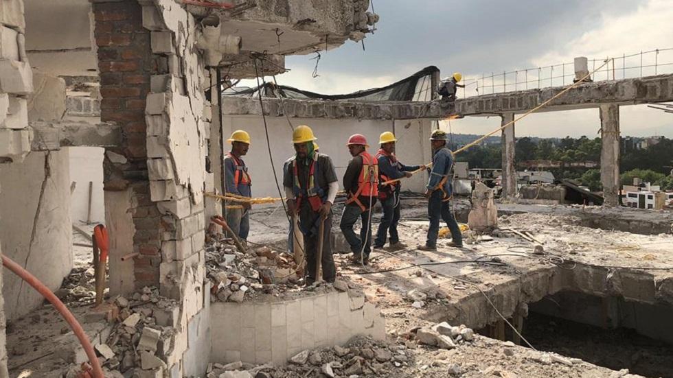 Trabajadores en obras colapsadas por el sismo. Foto de @ReconstruccionCDMX