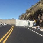 Volcadura de tráiler provoca cierre de carretera Toluca-Palmillas - Foto de Policía Federal