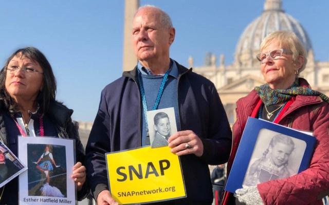 Víctimas exigen al papa 'tolerancia cero' en casos de abuso sexual - Víctimas de abusos sexuales por parte de curas. Foto de AP
