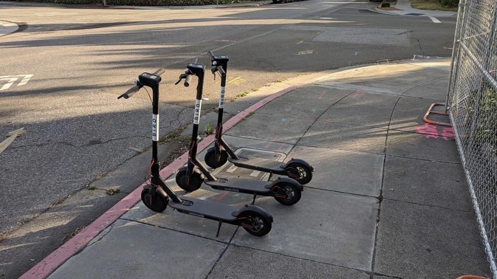Bicicletas y scooters no deben afectar a peatones: Lajous - bicis y scooters