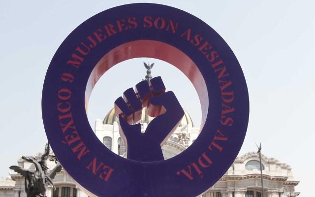 SCJN pide perspectiva de género en investigaciones de asesinato de mujeres - 'Antimonumenta' contra el feminicidio en México, instalada frente al Palacio de Bellas Artes. Foto de Notimex