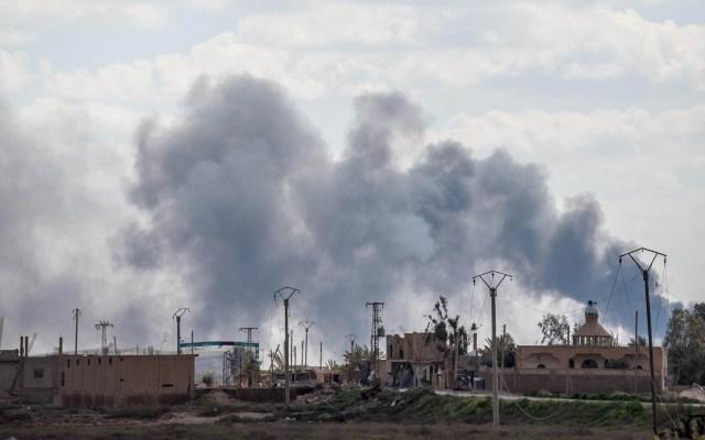 Ataque yihadista deja 21 militares sirios muertos - Lucha entre fuerzas kurdas y yihadistas que defendían su última aldea al este de Siria. Foto de AFP / Bulent Kilic