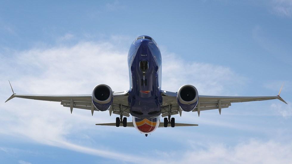 Boeing busca incrementar producción de aviones 737 MAX - Avión tipo Boeing 737 Max 8 en vuelo. Foto de AFP / Getty Images