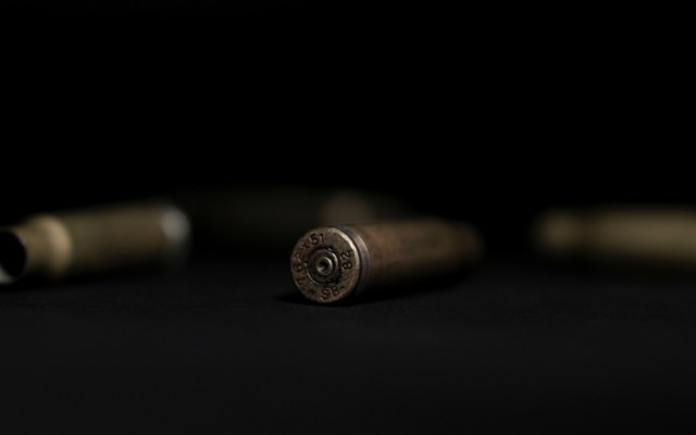 Enfrentamiento a tiros deja 12 muertos en frontera Colombia-Venezuela - Balas archivo. Foto de amirali mirhashemian para Unsplash