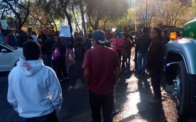 Vecinos bloquean la Picacho-Ajusco por falta de agua - Foto de @COMODUELEMEXICO