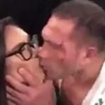 #Video Boxeador besa a la fuerza a reportera durante entrevista - boxeador reportera