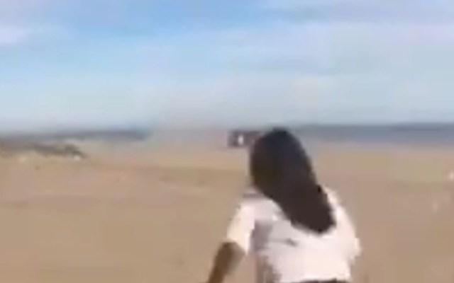 #Video Camioneta vuelca y aplasta a joven en playa de Sonora - joven camioneta playa sonora