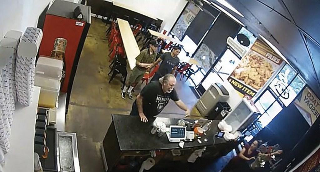 #Video Cliente enfurece por encontrar menú en español - Foto de Fox 11