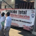 CNTE mantiene bloqueo - Bloqueo de la CNTE en la Cámara de Diputados. Foto de @Laksman_Sumano