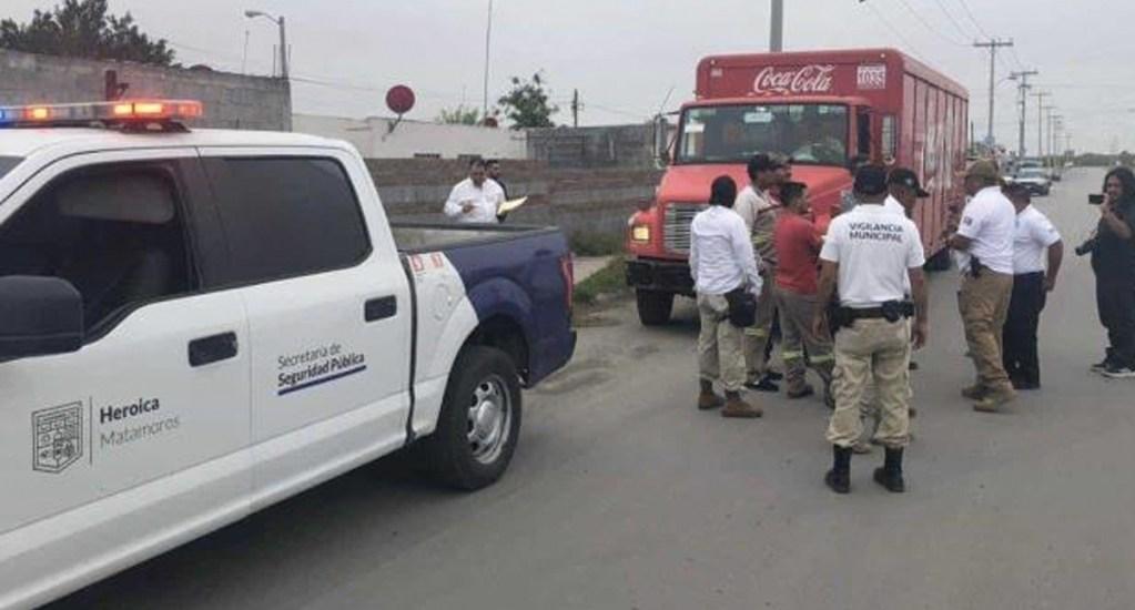 Manifestantes impiden paso de camiones de Coca Cola en Matamoros - Foto de El Mañana de Reynosa