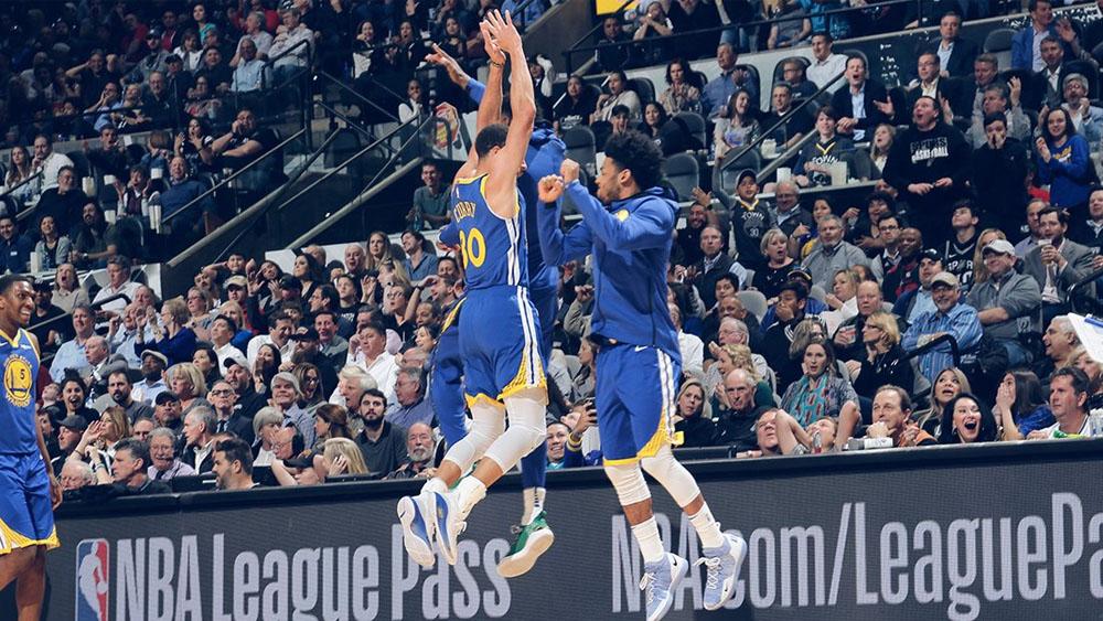 Curry abusó de confianza con un triple inmenso (+Vídeo)
