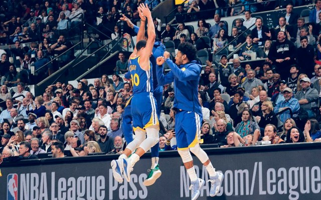 #Video Curry encesta el triple más largo de la temporada - Foto de @warriors
