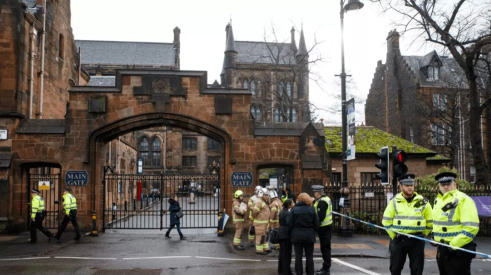 Desalojan banco y universidad de Edimburgo por paquetes sospechosos - Foto de EFE