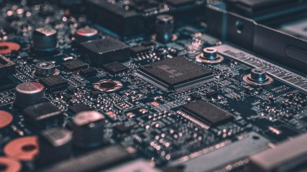 Estiman 120 millones de toneladas de basura electrónica para 2050 - Foto de Alexandre Debiève para Unsplash