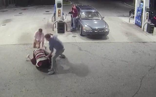 #Video Familiares enfrentan a asaltantes en gasolinera de Florida - Florida