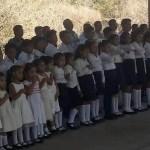 Desplazados por violencia en Guerrero regresan a sus hogares - Habitantes de la comunidad de La Gavia en San Miguel Totolapan, Guerrero, asisten a una ceremonia antes de regresar a sus casas. Foto de Milenio