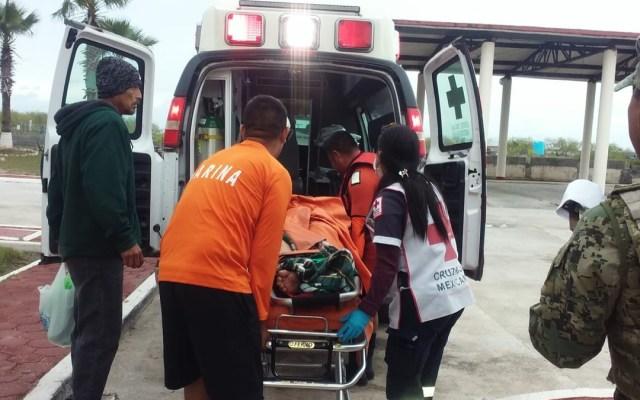 Semar apoya en evacuación médica de buque en Tamaulipas - Foto de @SEMAR_mx