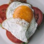 Nuevo estudio alerta sobre los peligros de comer huevo