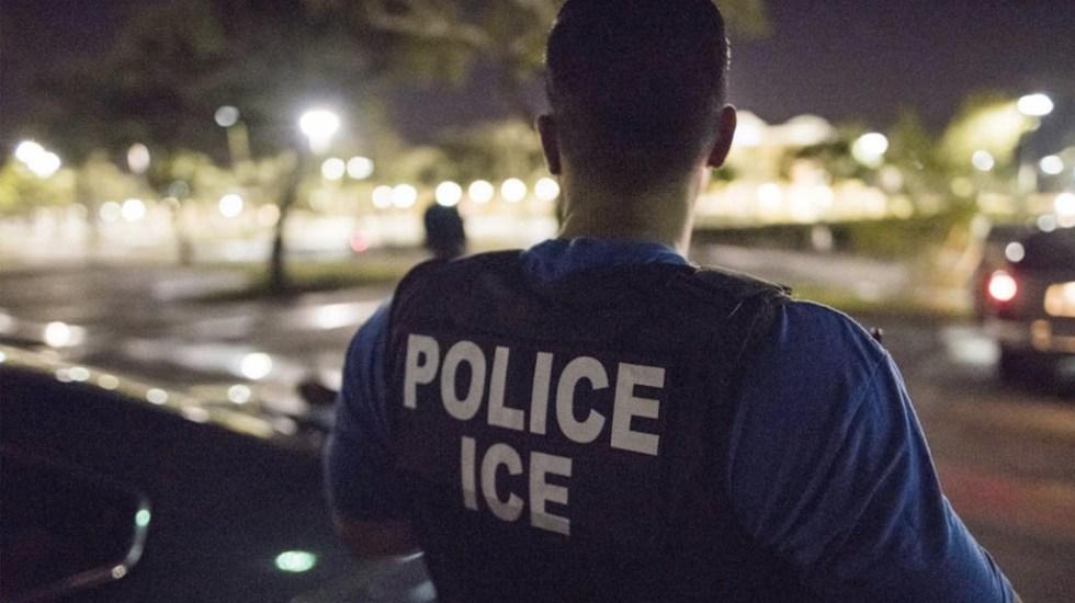 Detienen a 90 estudiantes extranjeros de universidad falsa creada por ICE - Migrante nigeriano muere bajo custodia de EE.UU. por presunto suicidio