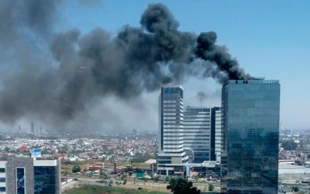 Incendio en la Torre Titanium, en Puebla - Foto de @SexenioPUE