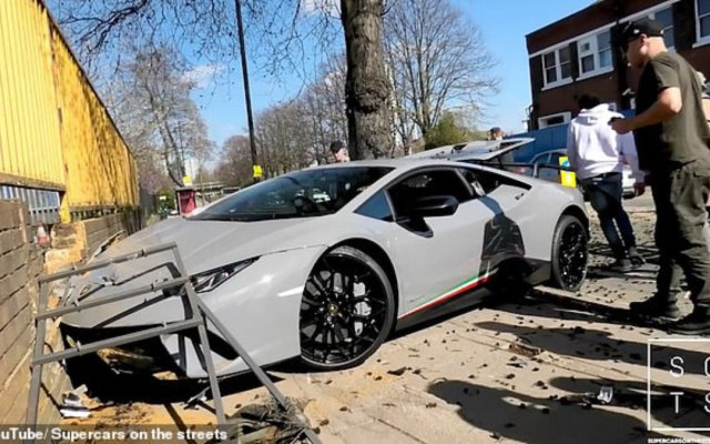#Video Conductor destroza Lamborghini durante demostración en Londres - Foto de Supercars on the Streets