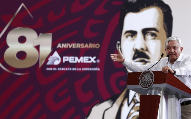 López Obrador llama a rescatar a la industria petrolera nacional - Foto de Notimex