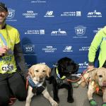 Corredor ciego rompe récord como el primero en completar un medio maratón con perros guías - Foto de Law Breaking News