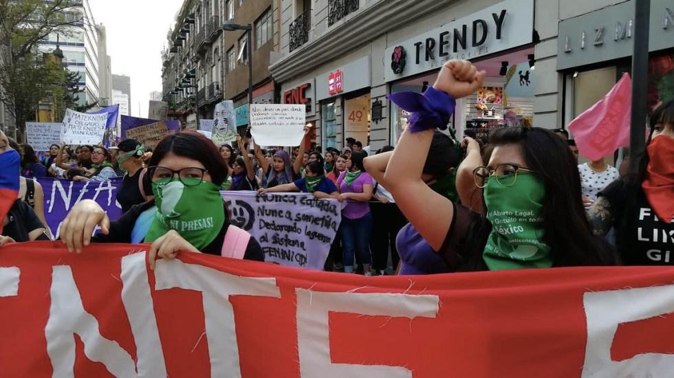 Marcha del #8M llega al Zócalo de la Ciudad de México - Foto de @cencos