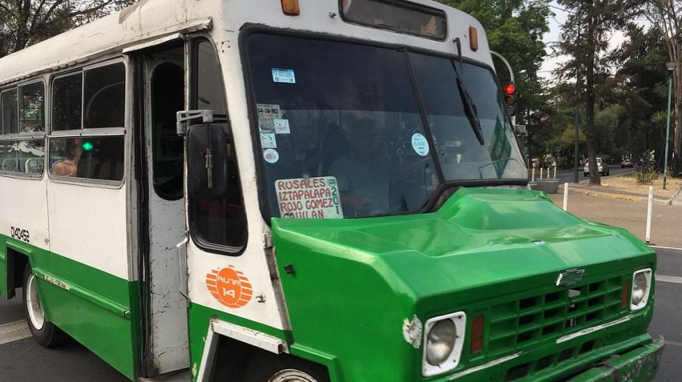 Estas son las rutas más peligrosas del transporte público en CDMX - Microbús de la Ruta 14. Foto de @jmravelo