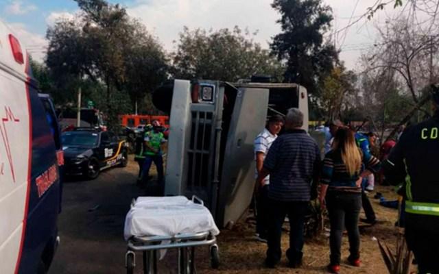 Volcadura de microbús deja 14 heridos en GAM - Foto de @visionred