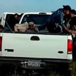 Más de 20 migrantes huyen de la policía de Texas - Captura de pantalla