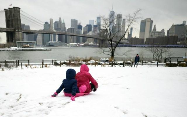 Critican a alcalde de Nueva York por cerrar escuelas tras ligera nevada - Foto de El Diario de NY